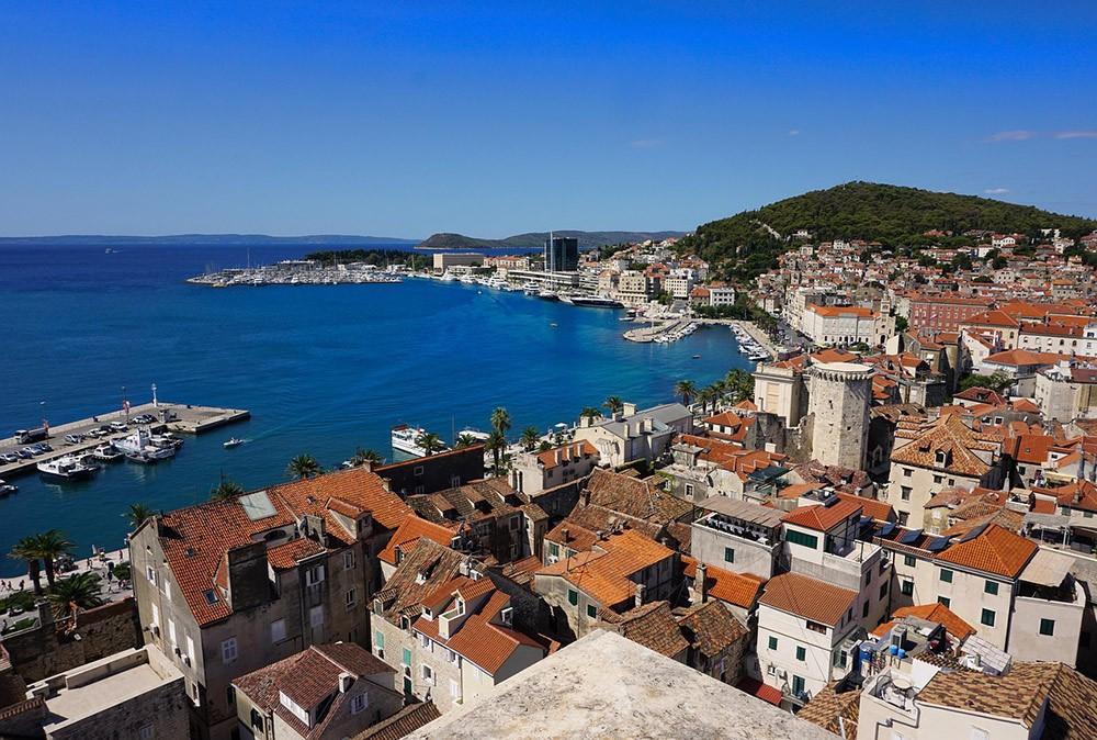 вид на Задар; один из городов для посещения в Хорватии