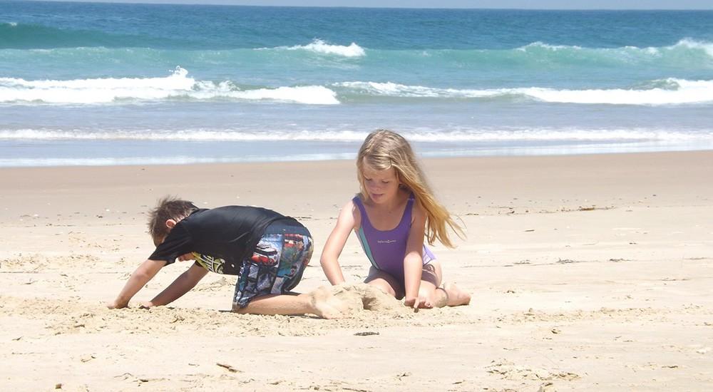 Многочисленные пляжи Коста-Брава для детей делают его идеальным местом для семейного отдыха в Испании