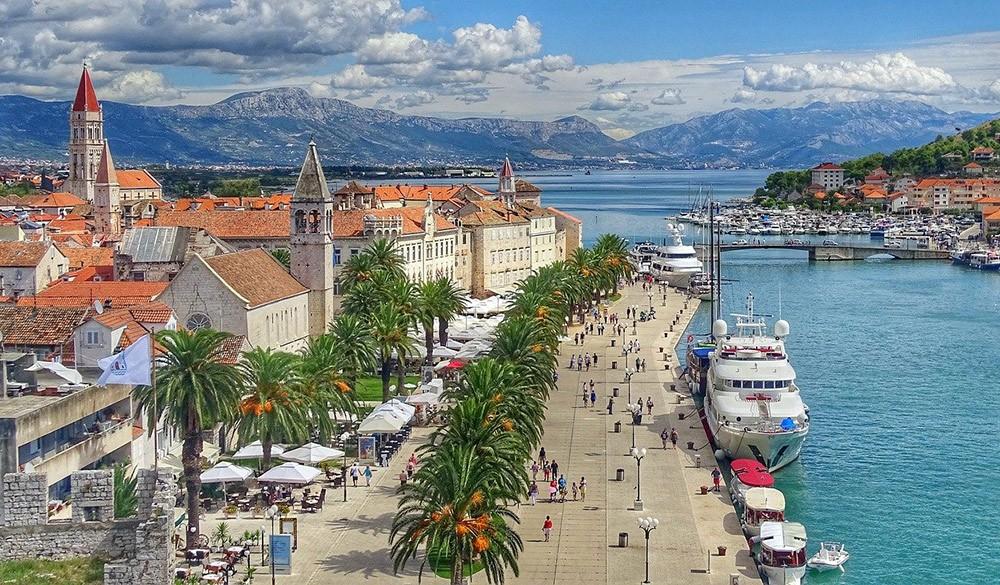 вид на город Трогир, Хорватия